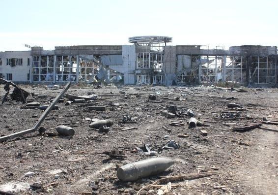 Боевики снесли ураганным огнем диспетчерскую вышку в донецком аэропорту