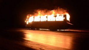 Донецкие террористы сожгли автобус ради фото