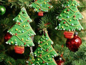 92-летний запорожец изготовил уникальную Новогоднюю елку