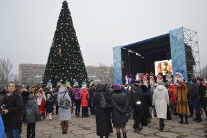 Одна из самых высоких новогодних елок Украины установлена в Запорожье