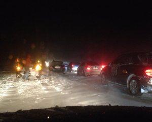 Множество автомобилей заблокированы между Днепропетровском и Запорожьем