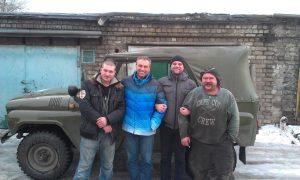 Запорожские волонтеры помогли украинским бойцам с ремонтом