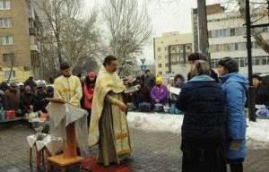 На Крещение в Днепре искупались сотни запорожцев