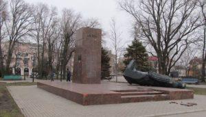 Снос памятника Ленину в Запорожской области обернулся уголовным делом