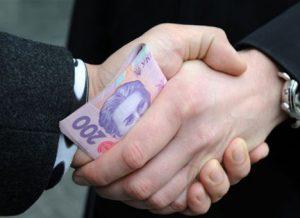 В Запорожье водитель-наркоман пытался дать патрульным 5 тысяч гривен взятки - ВИДЕО