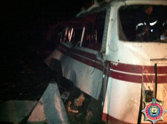 Под Артемовском на мине подорвался автобус. Фото