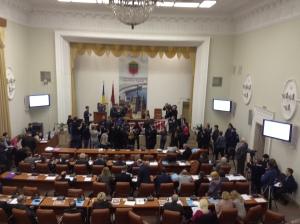 Сессия запорожского горсовета началась с люстрационного скандала
