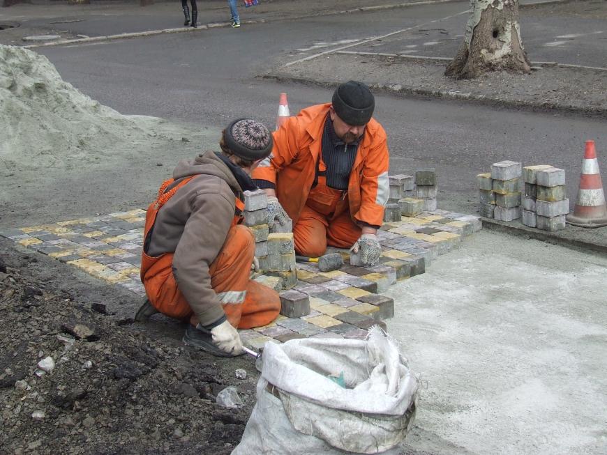 Для Запорожья дорого ремонтировать дороги даже брусчаткой