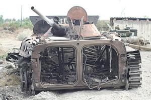 Украинские бойцы жгут российскую бронетехнику на десятки миллионов долларов