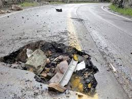 Запорожские дороги либо ремонтируют, либо оснащают знаками