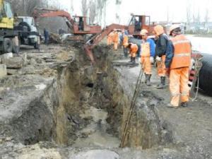 В Запорожье ремонт коллектора затянулся на два года