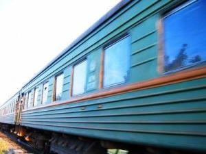 На ж/д станции в Запорожской области мужчину задел электропоезд