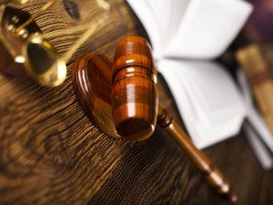 В Запорожской области суд признал противоправным невыплату пенсии переселенцу, который долгое время не проживал по прописке