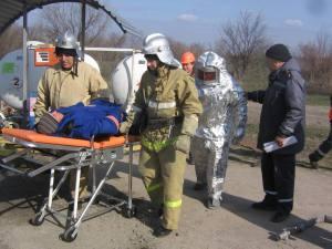 Спасатели готовятся ликвидировать взрывы на газовых заправках