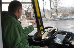 Запорожцам предлагают заработать на фото курящих водителей маршруток