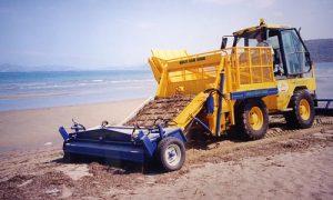 С началом сезона в мэрии задумались над покупкой машины для уборки пляжей