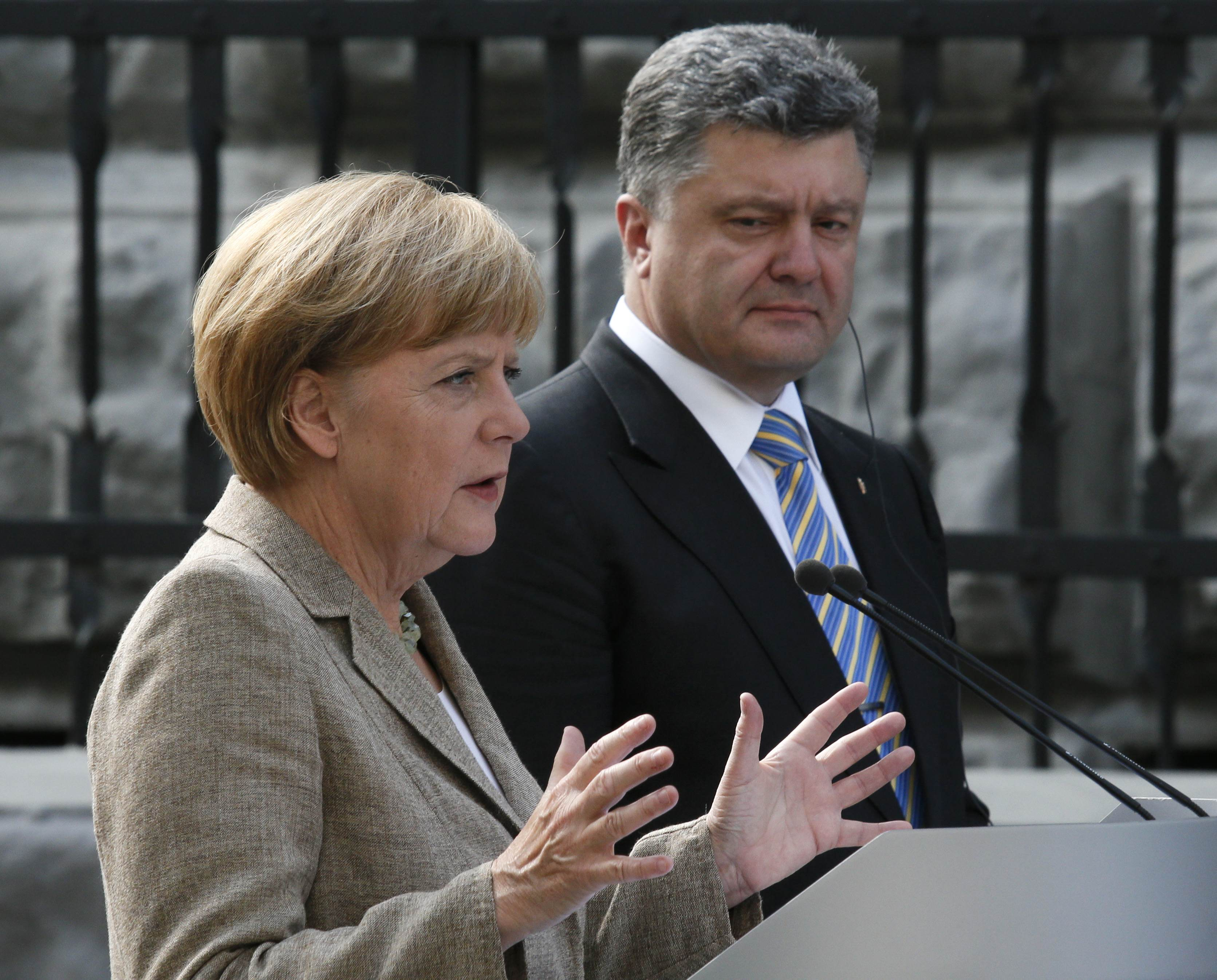 Петр Порошенко обсудил эскалацию ситуации на Востоке Украины с Ангелой Меркель
