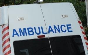 Лихач сбил двух женщин на автобусной остановке
