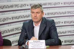 Запорожские общественники хотят узнать, чем заместитель мэра заслужил надбавки и премии