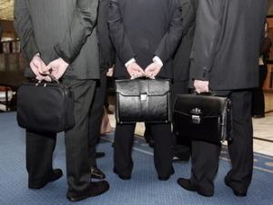 Запорожские чиновники стали чаще увольняться и больше зарабатывать