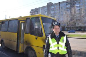 В Запорожье гаишник спас людей из горящей маршрутки. Фото