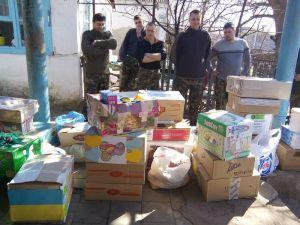 Запорожцы собрали для пасхальной корзины на передовую 50 тонн подарков
