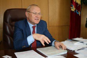 За год глава Запорожского облсовета заработал треть миллиона гривен