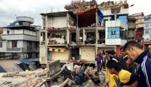 Количество жертв землетрясения в Непале растет, объявлено чрезвычайное положение