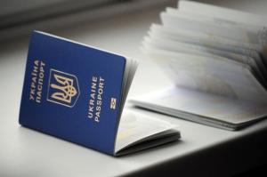 С 1 апреля детям необходимо оформлять загранпаспорта нового образца