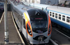 В Запорожье поезд сбил женщину: подробности смертельного ДТП
