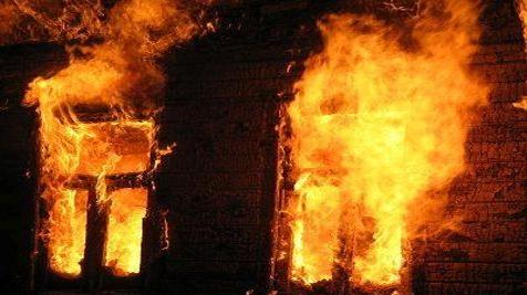 ВКоммунарском районе Запорожья разгорелся интенсивный пожар натерритории частного дома