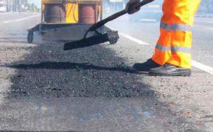 В Запорожье в дороги закатают 162 миллиона гривен