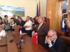Восемь глав депутатских комиссий вступились за директора КП
