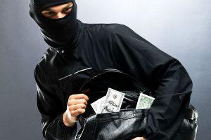 Грабители тащат все: автомобили, сумочки и инструмент