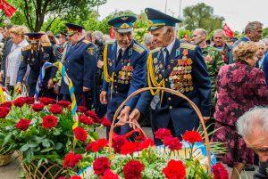 Народные гуляния, оркестр в парке и салют предлагают запорожцам в День Победы