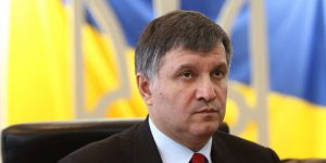 Аваков: С паразитирующими на военных ситуациях - будем кончать, без церемоний! Жестко.