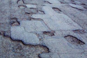 К лету на дорогах области обещают залатать все ямы