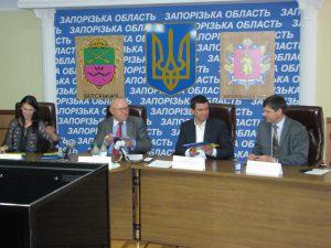 Запорожская власть предлагает бойцам АТО и беженцам брать кредиты и покупать жилье на селе