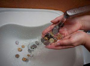 Готовь кошелек: в Запорожье вступили в силу новые тарифы на воду и канализацию