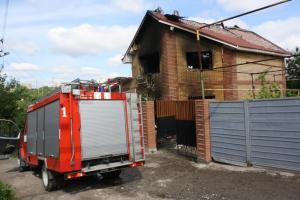 Масштабный пожар в частном секторе тушили 14 бойцов МЧС