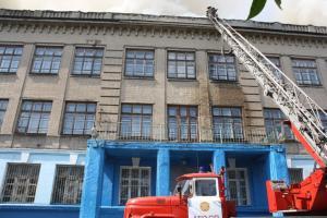 Три корпуса горевшей в Запорожье школы не пострадали