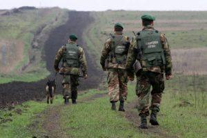 Пограничники у линии АТО ликвидировали скрытый склад оружия