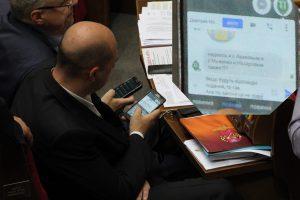 СМС запорожского нардепа попало на скандальный фото ресурс