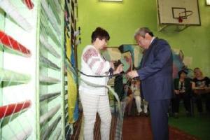 Мэр считает нападки на акцию по плетению маскировочных сетей в школах некорректными