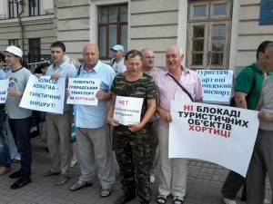 Запорожскую мэрию пикетируют сотрудники национального заповедника «Хортица»