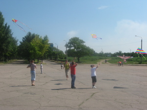 В Запорожье мирное небо рассекают ракеты, беспилотники и воздушные змеи