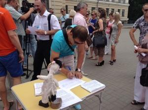 В Запорожье начался сбор подписей против повышения тарифов на услуги КП «Основание»