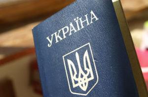 В Запорожье иностранец и два украинца пытались наладить производство фальшивых паспортов