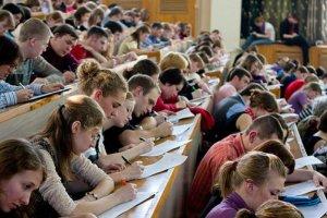 Счастливчиков с дипломами о высшем образовании  будет все меньше