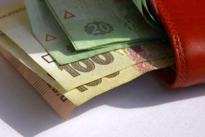 Средняя зарплата запорожцев втрое выше прожиточного минимума